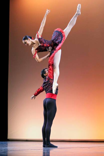 HIGH UP. The duo show their strength, power and grace. Photo by Sakari Viika / Helsinki International Ballet Competition